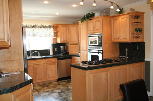 Kitchen countertops the savvy bee for Kitchen paint colors with dark maple cabinets